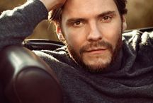 Daniel Brühl/ Sweet/ gentleman style