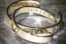Personalisierte Armspange / Armspange mit Deinem ganz persönlichen Koordination und Bezeichnung auf der Innenseite aus Sterling Silber