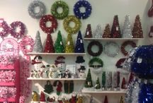 Tinsel Realm / Festive is the largest tinsel manufacturer in the UK, with 14 million metre produced each year. Our colourful and twinkling tinsel can come in any funky shapes. In addition to tinsel garlands, we also make wreaths, stockings, hats, and hanging decorations. For more information about our high-quality tinsel, please visit www.festive.co.uk.