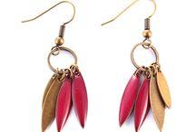 boucles d'oreilles / des boucles d'oreilles souvent à base de sequins émaillés comme on les adore. Bravo aux créatrices.