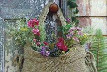 borse e oggetti fioriti