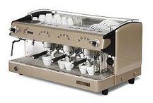 En la Cafetería / Maquinaria, mobiliario, tazas, utensilios, consumibles y un largo etc... para tú cafetería