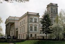 Miłosław - Pałac / Pałac w Miłosławiu.  W 1830 roku ówczesny dziedzic Miłosławia Józef Mielżyński wybudował obok małego drewnianego dworku murowaną parterową budowlę mieszkalną.  W latach 1843-1870 budowlę rozbudowywał wg własnych projektów Seweryn Mielżyński. . W latach 1895-1899 nowy właściciel Józef Kościelski dokonał kolejnej rozbudowy pałacu.  W 1945 r. pałac został podpalony i częściowo wysadzony w powietrze. W latach 1963-1969 dokonano remontu i zaadaptowano go na potrzeby szkoły.