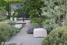 Ogrodowe inspiracje szara mała architektura