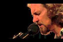 PJ PJ PJ / Pearl Jam knows / by Francisca Dinamarca