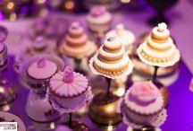 Mesa dulce de lujo / La mesa dulce esta presentada con los mismos colores del concepto de la fiesta.