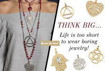 THINK BIG... / Δημιούργησε ένα εντυπωσιακό look, με rosario από μεταλλικά στοιχεία κρεμαστά, μεγάλου μεγέθους !!!  Συνδυάζονται άψογα με κρύσταλλα & ημιπολύτιμες πέτρες !!! Θα τα λατρέψεις …  Ανακάλυψέ τα εδώ: https://goo.gl/wlz1Ia