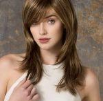 kerrostetut pitkät hiukset