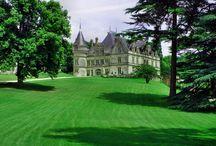 Niecodzienne zamki [Uncommon castles] / Niecodzienne zamki nad Loarą. Uncommon castles over the Loire