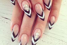 nails / by Paulette Gaitan