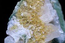 ásványok, kőzetek, sziklák, meg még amii aFöldünk.