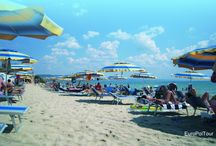 Bułgaria / Zapraszamy do słonecznej Bułgarii - kraju będącego od wielu lat ulubionym miejscem letnich podróży turystów z całego świata, oferującego łagodny klimat, kilometry pięknych, piaszczystych plaż na wybrzeżu ciepłego i spokojnego Morza Czarnego, kuszącego turystów smaczną kuchnią, wyśmienitym winem, wspaniałymi zabytkami oraz tradycyjną bułgarską gościnnością.   http://www.europol.com.pl