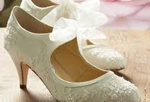 VINTAGE WEDDING SHOES / Styling weddings is a style wedding resource devoted to the modern bride. We cover everything from gorgeous and glamour.