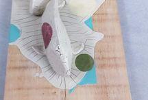 carpa koi  and fishes / pesce carpa koi fish scultura filo di ferro carta pesta  / quotidiano / giornali colla vinilica sculpture creation in iron wire with papier-machè / newspaper for wall