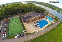 """Baza de agrement """"Nada Florilor"""" din Fălticeni / În municipiul Fălticeni a fost dată în folosință cea mai modernă bază de agrement din județ. Baza de agrement """"Nada Florilor"""" are trei piscine exterioare, o piscină interioară, un teren de sport multifuncţional şi o pistă de biciclete.  Suceava News Online : https://svnews.ro/baza-de-agrement-nada-florilor-din-falticeni/74821/"""