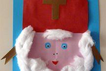 Sinterklaasknutsels / Leuke knustelideeën voor Sinterklaas. Knutsel een Sint, Piet of stoomboot. Of maak bijvoorbeeld een schoorsteen. slinger van mijters, recept pepernoten klei, uitdeelzakjes voor kruidnoten of een Sinterklaaskrans.