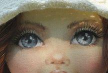 рисуем лицо кукле.