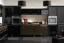 Black Kitchens / October is finally here! Have you prepared for the 13 nights of Halloween? Here are some black-colored kitchens for a dose of daily spookiness.