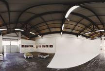 Studio Fotografico Roma Lumina Sense / Studio fotografico Lumina Sense - art lab, in un capannone di recupero risalente al 1938, dista 10 minuti a piedi dalla Stazione Tiburtina. Nei suoi oltre 200 mq, ospita un limbo cyclorama di 43 mq, una sala posa, area esposizioni e area formazione.