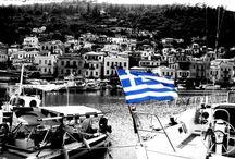 Γιώργος Χασανάκος / Το 1970 αποφοιτεί από το Αθηναϊκό Τεχνολογικό Ινστιτούτο (Σχολή Δοξιάδη), έχοντας σπουδάσει Γραφιστική και Διακόσμηση με την καθοδήγηση γνωστών προσωπικοτήτων της σύγχρονης ελληνικής Τέχνης -όπως.. Διαβάστε περισσότερα: https://www.koronamou.gr/photographers