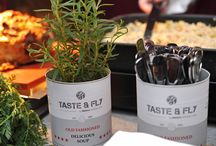 TASTE & FLY Cateringkonzept / Begeben Sie sich mit BROICHCATERING&LOCATIONS auf eine kulinarische Geschmacksreise der besonderen Art und erleben Sie die Vielfalt weltweiter Delikatessen von der würzigen Exotik Asiens über die neuinterpretierte Bodenständigkeit Europas bis hin zur feurigen Frische Südamerikas. Unser Event Catering bietet Ihnen ländertypische Speisen, präsentiert in fünf facettenreichen Länder-Konstellationen, zusammengestellt aus drei Ländern, serviert in jeweils drei Gängen!