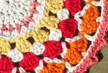 Mandala Crochet Patterns / These beautiful mandala patterns are the perfect relaxing project to keep your mind and hooks busy!