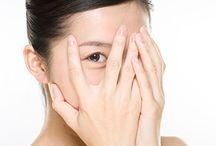 Peaux sensibles / Vous êtes nombreuses à nous contacter pour connaître les meilleurs Cosmétiques Bio et Naturels pour traiter les rougeurs de votre peau sensible.  Voici notre sélection de Cosmétiques Naturels pour lutter et estomper ces petites imperfections avec délicatesse.