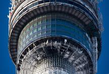Осень вместе с башней! / Останкинская телебашня - легендарное здание, которое обязан посетить каждый хоть раз в жизни! Виды с башни открываются потрясающие в любое время года. Осень - не время грустить! Всех зовем на башню!