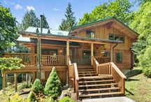 Forest View Lodge / Secluded 3-level log lodge surrounded by national forest includes a gourmet kitchen, game room and private, outdoor hot tub. 4 bedroom, 3 bathroom, sleeps 10 guests http://www.mthoodrentals.com/vacation-rentals/welches/forest-view-lodge/54 #mthood #vacationrentals