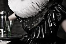 Hamlets middag for Shakespeare - Inspiration til dresscode / Kom i dit renæssance-skrud eller kom som du er! Tænk på detaljer som perler, frisure, hatte, jakker eller kraver. Eksempelvis gik Hamlet altid i sort, mens Ofelia pyntede sig med blomster - vi glæder os til at se din fortolkning af moderne renæssance.