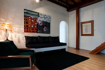 Duplex Alcantara / Located in Alcântara, In a renovated historic building with more than 150 years of history, this classic  Duplex apartment has 2 bedrooms, 1 bathrooms, dining room, kitchen, living room, high speed wi-fi, a  bathroom with shower,  with capacity  up to 4-6 persons, 110 m2.   Alcântara is lately on of fashion district of Lisbon, the apartment has a playground for children 100m, near the river and docks of Lisbon, nearby the Museum of Ancient Art, and the gardens of Armada
