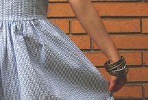 Jurkmodel / http://www.twinkledeals.com/vintage-dresses/retro-style-v-neck-rose-print/p_339106.html