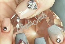 nail likes