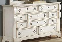 Dresser Idea / by Kellyanceli Adams