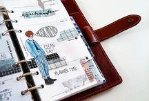 Kalendarze, organizery, notesy, dzienniki, (...).