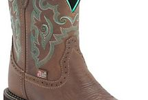 Want round toe boots / by Shawna Stevenson