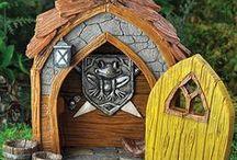 Produkten Fiddlehead fairygarden / Op dit bord allerlei produkten (huisjes, accessoires en figuren) voorbeelden van Fiddlehead Fairygarden