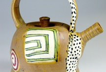 love teapots / by Carole Wescombe