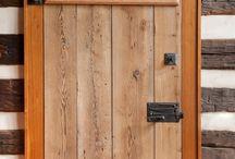 usi lemn rustic