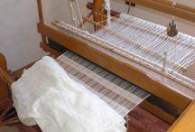 I telai di Guri I Zi / Tutti i nostri prodotti tessili sono realizzati al telaio di legno dalle donne di Guri I Zi