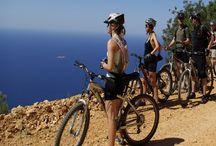 Kaş Otel Bisiklet Turu Aktiviteleri / Korsan Ada Kaş Butik Otel farkıyla özgürlüğe pedal vurmanın dayanılmaz hazzını yaşamak için sizlere Toros dağlarında Bisiklet turu aktivitesi fırsatı! Toros`ların eteklerinde, deniz seviyesinden 1600 metre yükseklikte Akdeniz köylerinin ve nesli tükenmekte olan sedir ormanlarının arasından geçerek, şehrin stresinden uzaklaşabilirsiniz. Bisiklet turundan sonra köy evinde misafir olarak ağırlanacağınız ve öğlen yemeği olarak sizlere geleneksel Akdeniz mutfağından yemekler sunulacaktır.