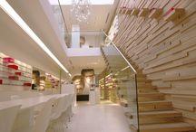 Retail / Unieke ontwerpen  Met ruim 28 jaar ervaring mag Bleeker Concepts zich met recht specialist noemen in het ontwerpen, ontwikkelen en realiseren van aantrekkelijke en commercieel succesvolle Retail concepten. Diverse opdrachtgevers zijn meerdere keren genomineerd en bekroond met Retail- en designprijzen.