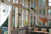 창으로된집