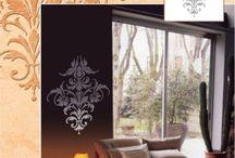 Candis - Linia dekoracyjna naklejek ściennych - RILIEVI FIORENT / Naklejki Rilievi Fiorentini tworzą wypukłe wzory, przypominające płaskorzeźby, zachwycające pomysłowością i precyzją wykonania. Oferta włoskiego producenta obejmuje 18 wzorów m.in. delikatne motywy roślinne, gotyckie rozety, czy modernistyczne wzory geometryczne. Nie zapomniano również o najmłodszych - dzieciach.  http://www.fantazjastudio.pl/oferta/efekty-dekoracyjne/candis/linia-naklejek-sciennych