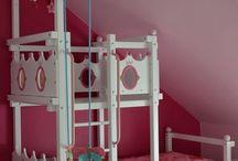 Hochbett für Prinzessin / Ein zuckersüßes Hochbett - perfekt für Kinderzimmer mit einer Dachschräge.