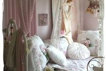 Shabby Chic Cottage / by Susan DeLucca