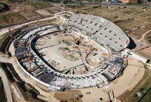 Rozbudowa Stadionu Atlético Madrid - La Peineta, Madryt, Hiszpania / Stadion La Peineta w Madrycie, po przebudowie liczy 72 tys. miejsc rozmieszczonych na eliptycznej trybunie o wymiarach w osiach 300 i 255 m. Dach zamontowano na wysokości 50 m. W projekcie stadionu będącego własnością klubu Atlético Madryt przewidziano także salę konferencyjną, loże VIP i strefę rekreacyjną, co uczyniło z niego obiekt wielofunkcyjny. ULMA Construction dostarczała na tę budowę systemy deskowań.