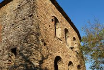 Piemonte - For sale: Fascinating stone building with panoramic views / This building, completely built in local Langhe stones, is located 1.5 km from a village with a bar, butcher, bakers and a post office. There is only one close neighbor, it enjoys a very quiet and panoramic position on the green hills dotted with walnut trees, woods and fields. The stone building is to be completely renovated and consists of 250 m2 of living area.   90 000 euro  http://www.househunting-italy.com/property/castelletto-uzzone-v441/