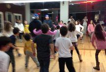 Festa Hip Hop just4Hip Hop / Uma festa de aniversário com muita animação e dança! Diversão com esta animada forma de dança com um profissional e muitas coreografias. Muita música, jogos e animações com um profissional do Hip hop: Descobre os melhores movimentos do Hip Hop Ensaia a tua música preferida. Exercícios divertidos coreografados com música, energia, criatividade e ritmo