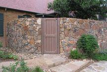 Каменные изгороди и заборы